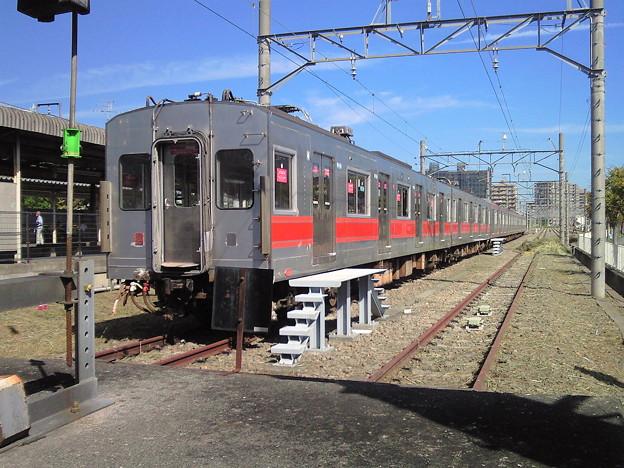 厚木駅。 本日の留置車は新旧7000系。