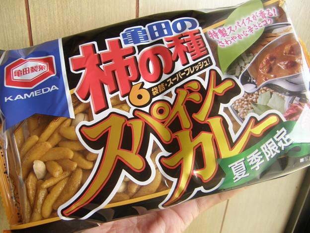 柿の種 スパイシーカレー by 亀田製菓