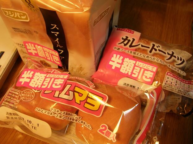 パンの半額シール! @ハックドラッグ