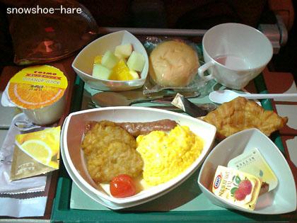 成田→ドバイの機内食2