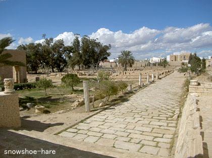 後ろは広いローマ人住居跡
