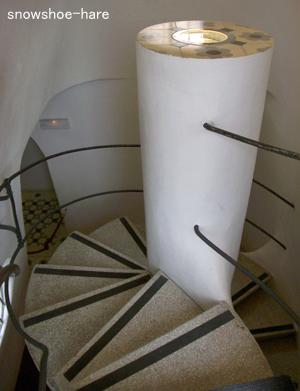 モダンならせん階段