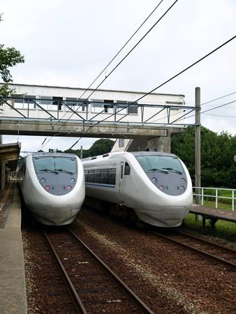 681系(サンダーバード36号(左)とはくたか21号(右)(和倉温泉駅)3