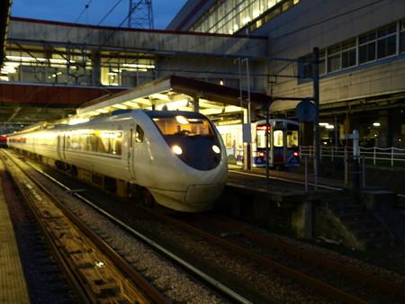 681系とHK100形(越後湯沢駅)4