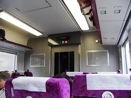E231湘南新宿ライングリーン車車内