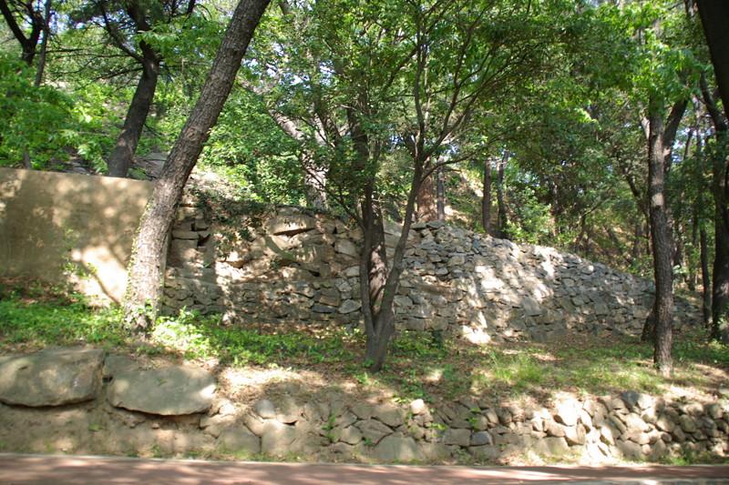 子城台倭城に残る野面積み