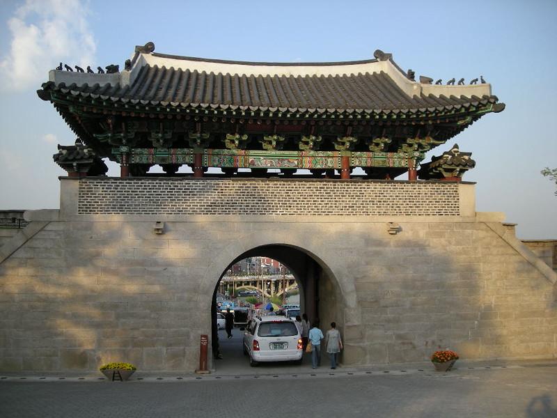 晋州城城門(復元)