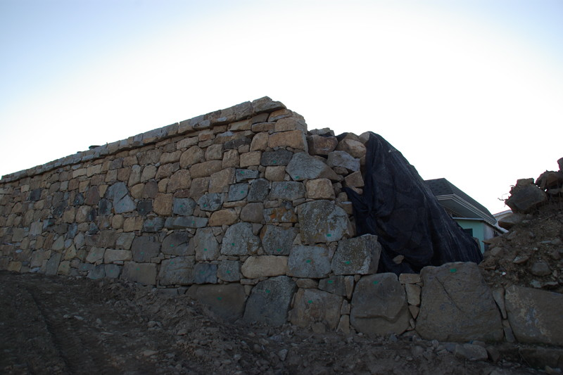 発掘復元作業中の熊川邑城2