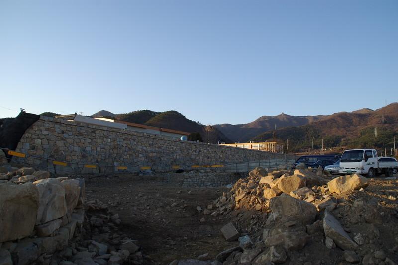 発掘復元作業中の熊川邑城3