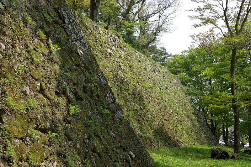 山上の石垣が魅力である高取城