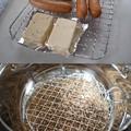 Photos: 初めての燻製をば。鍋に100円ショップで買ってきた網を加工してセット。チップはサクラとハンズでピートを発見したのでブレンドして使用。