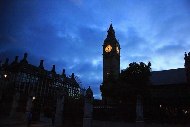 (英)ロンドン、夜のウエストミンスター、ビッグベン ♪