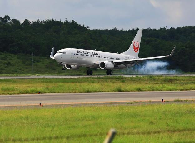 JAL機着陸、岡山空港。。