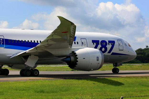 ボーイング 787-8、岡山空港 ♪