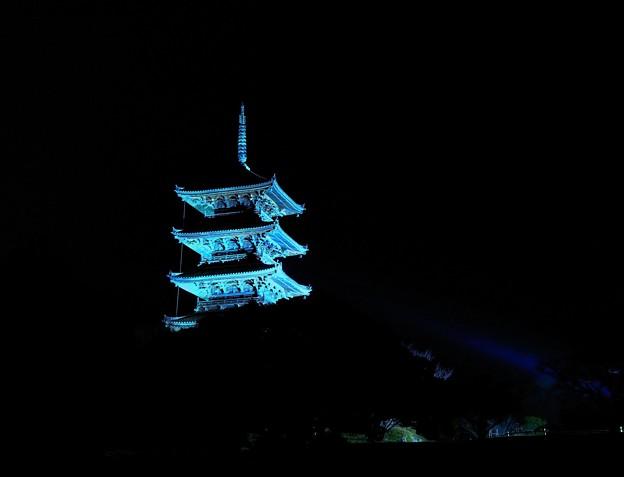 闇夜に浮かぶ備中国分寺五重塔 ★