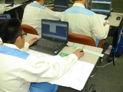 CADソフトで実習をしています。