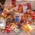写真: かに太郎さんに、近くの神社の豆まきを誘われたので行ってきました。撒かれるのが豆以外にお菓子やカップ麺も!たくさんもらえました。神主さんの笑顔に癒されました。