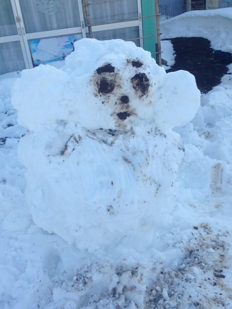 写真: かに太郎さんが作ったチェブラーシカ雪だるま 遅いアップですが。