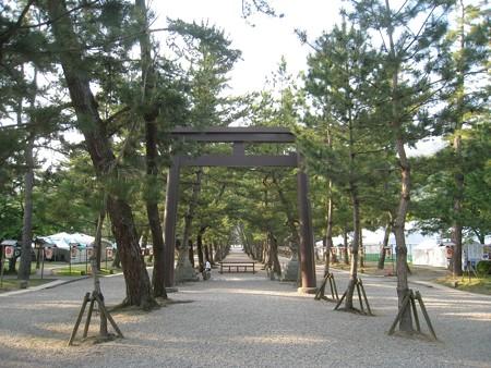 出雲大社 鉄鳥居1(三の鳥居)