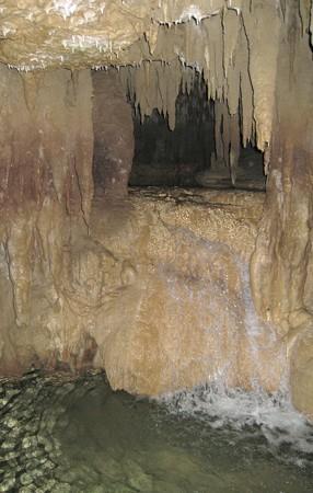 沖縄 玉泉洞8 小さな滝