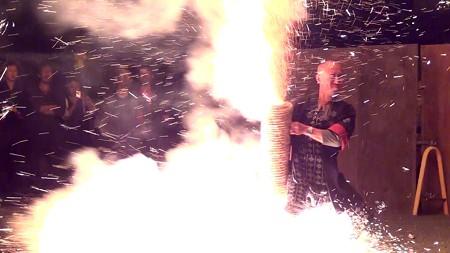 三河手筒花火07-はね粉が爆発した瞬間!
