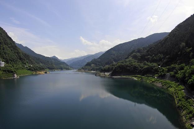 ダム湖の風景