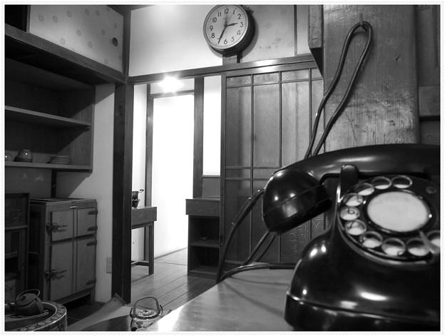 店先の黒電話 II