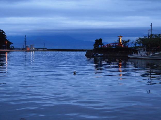 夕暮れの美保関港