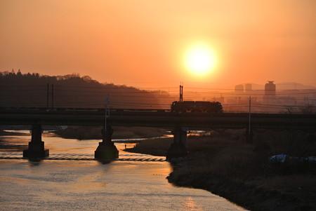 夕暮れの多摩川橋梁