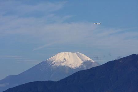 2012.10.24 駅前 富士山とP-3C