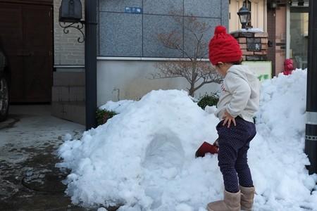 2013.01.16 玄関 雪あそび