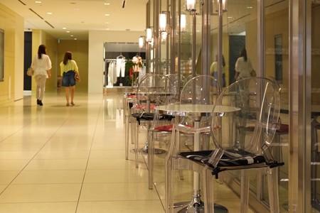 2013.06.18 新丸ビル 透明な椅子