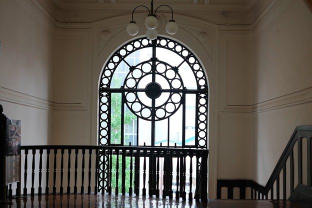 2013.10.24 横浜市開港記念会館 階段室の窓