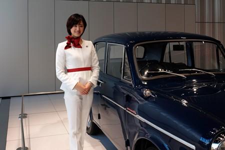 2013.10.27 日産本社 ダットサン1000セダンデラックス説明員