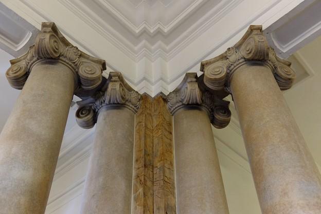 2013.11.21 横浜市開港記念会館 イオニア式の柱