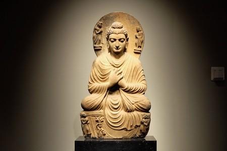 2014.01.08 東京国立博物館 如来坐像 正面 ガンダーラ