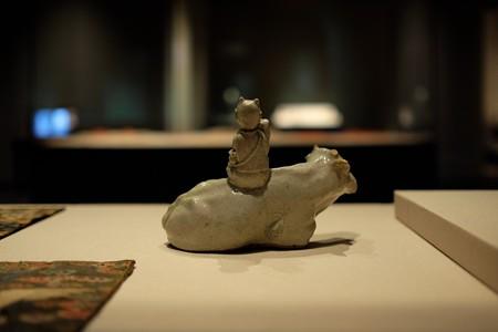 2014.02.07 東京国立博物館 白磁騎牛童子水滴 朝鮮時代 TG-2821