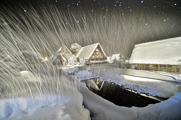 写真: Light up of shirakawago village