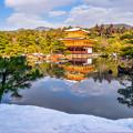 写真: 雪妝點下的金閣寺