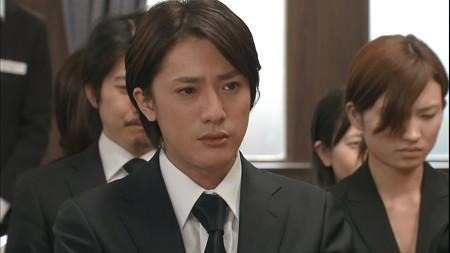 喪服姿で複雑な表情を浮かべる元関ジャニ∞の内博貴