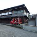 Photos: 山村の民家に消防車