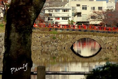 朱の橋を映して・・