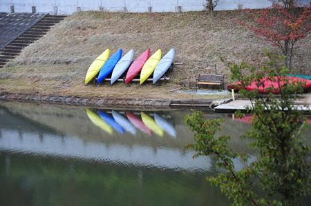 10月まで営業のカヌー体験のカヌーたちは休息中。