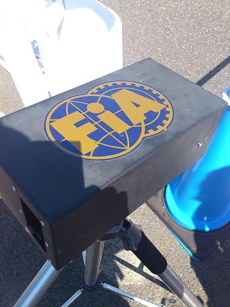 写真: FIA印のスピードガン。し...