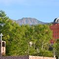 早朝の教会と天文台