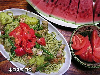 20130701 ばんごはん ベーコン・トマト・ジャガイモ・いんげんのジェノベーゼ トマト すいか