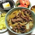 Photos: 20130821 ばんごはん 牛丼 冷奴 トマト 大根の味噌汁 舞茸の天ぷら 梨
