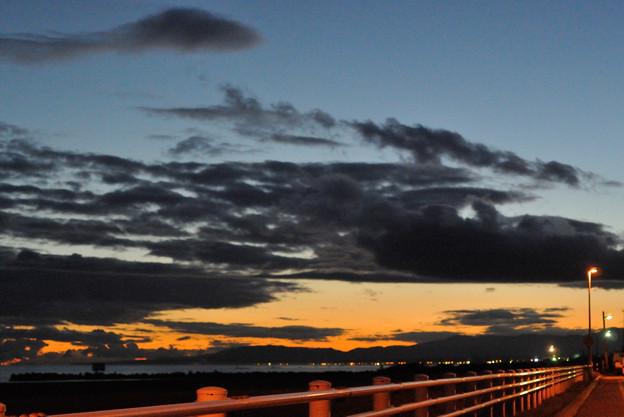 夕陽の上の寒空