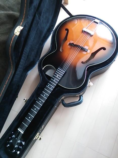 写真: あぁ、改めて、キレイなギターや//愛しのChakiり娘…。