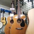 Photos: ぶらぶらりと、ギター屋。000-18 からちょっとずれたF-12 、めっちゃエエ感じ。かなりソソラレルの巻。9